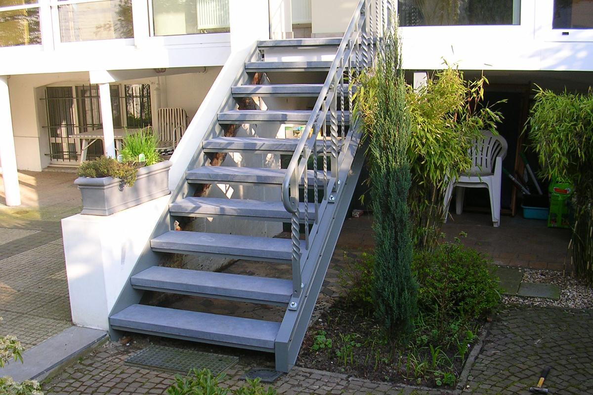 Trappen ballustrades trapleuningen inox staal aluminium op for Metalen trap maken